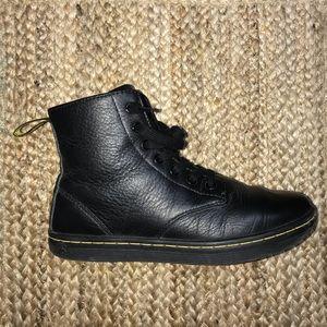 Dr. Martens black size 6 Leyton 7 eye boots